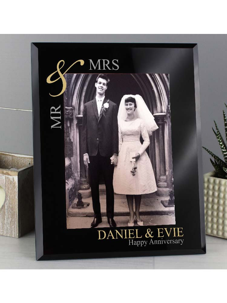 """Personalised Gold Couples 7""""x5"""" Black Glass Photo Frame"""